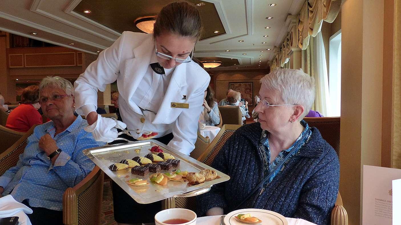 Queen Elizabeth - Seetag auf dem Weg nach Hamburg - Elke und ...